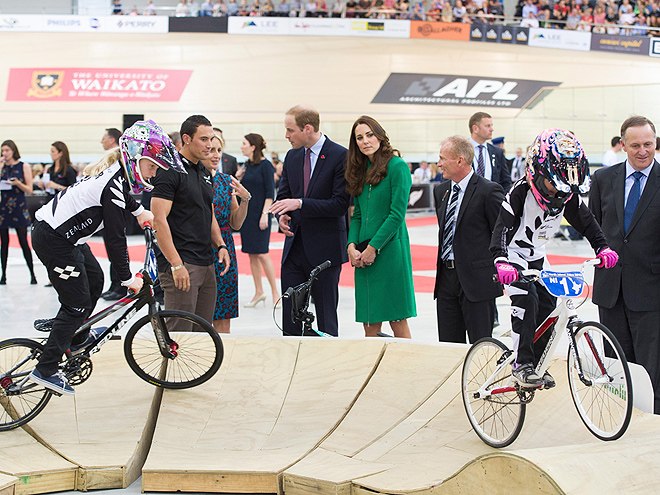 SPIN ME RIGHT 'ROUND photo | Kate Middleton, Prince William