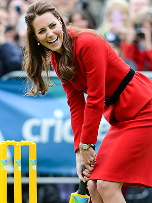 They're Game! Will & Kate Play Cricket Down Under