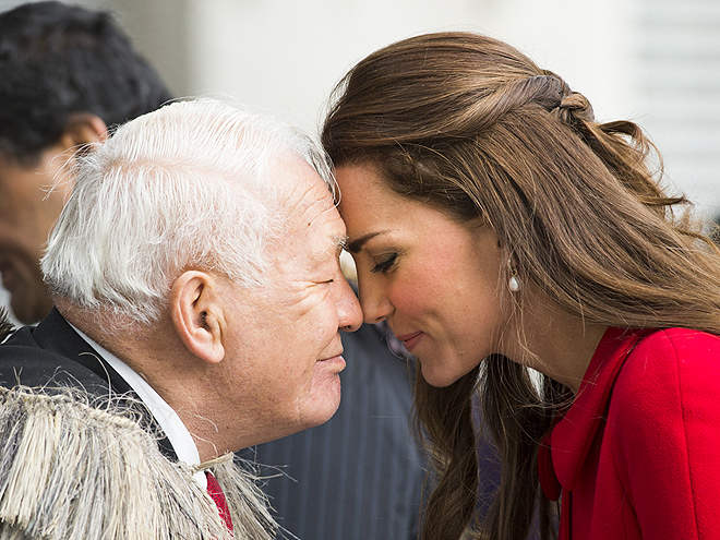 TOUCHING MOMENT photo | Kate Middleton