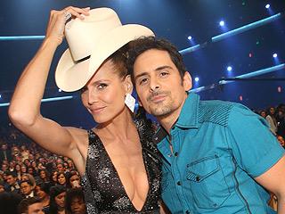 We Put Brad Paisley's Hat on Different Celebrities from the People's Choice Awards | Brad Paisley, Heidi Klum