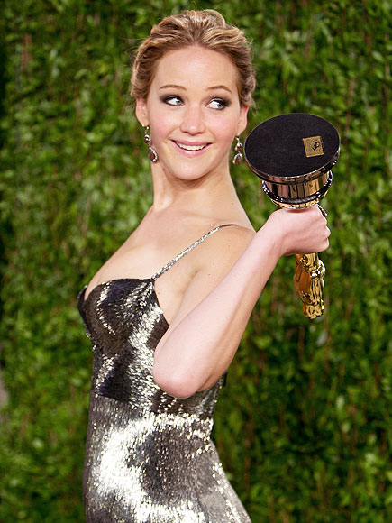 The Definitive Guide to Posing with Your Trophies During Awards Season | Jennifer Lawrence