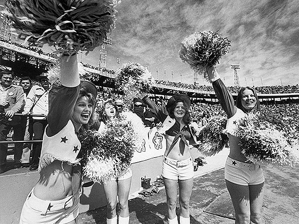 Throwback Thursday: Enjoy These Vintage Photos of Super Bowl Cheerleaders| Super Bowl