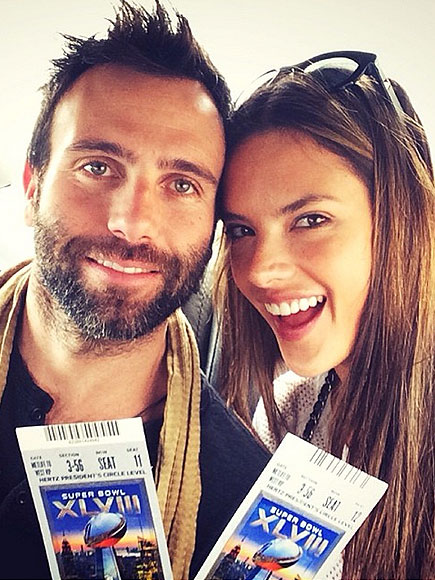 Super Bowl Selfies: Stars Get on the Field and in the Stands | Super Bowl, Super Bowl XLVIII, Alessandra Ambrosio