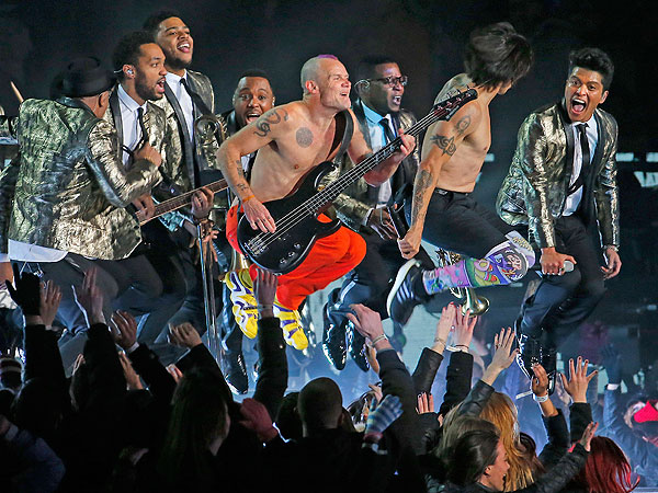 David Beckham, Anthony Kiedis & More Shirtless Men of the Super Bowl | Red Hot Chili Peppers, Super Bowl, Super Bowl XLVIII, Bruno Mars