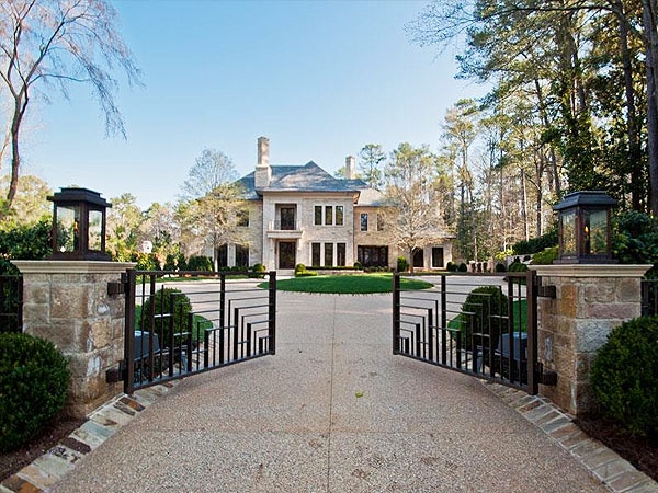 Justin Bieber Rents Spaceship Mansion in Atlanta, But Is Still Looking to Buy| Dallas Austin, Justin Bieber, Musician Class