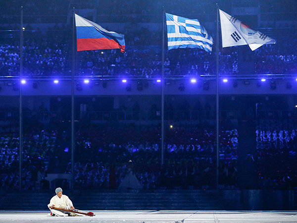 Russia Hands Olympics Over to South Korea During Closing Ceremony| Winter Olympics 2014