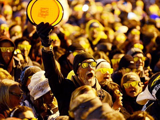New World Record: 1,675 People Wear Sunglasses at Night for Michigan Festival