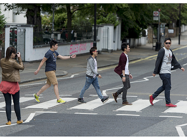 Selfie Wonders of the World: A Guide to Clichéd Tourist Photos| Abbey Road, Photography, Travel, Sean P. Diddy Combs, Tom Hiddleston