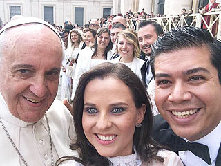 Here's Photo Proof That Pope Francis Is a Selfie Master | Pope Francis