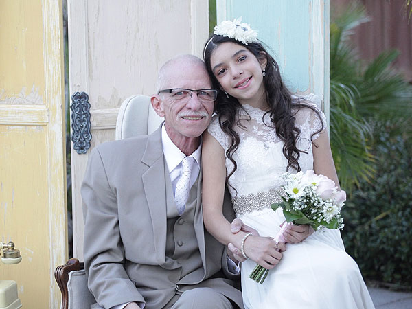 Bride Marries at Dad's Alzheimer's Care Center So He Can Walk Her Down Aisle| Weddings, Real People Stories