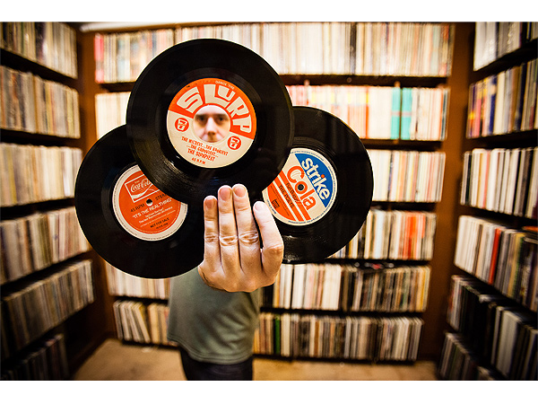 collector 7 600x450 8 Photos of Amazing Record Collections Around the World for Record Store Day