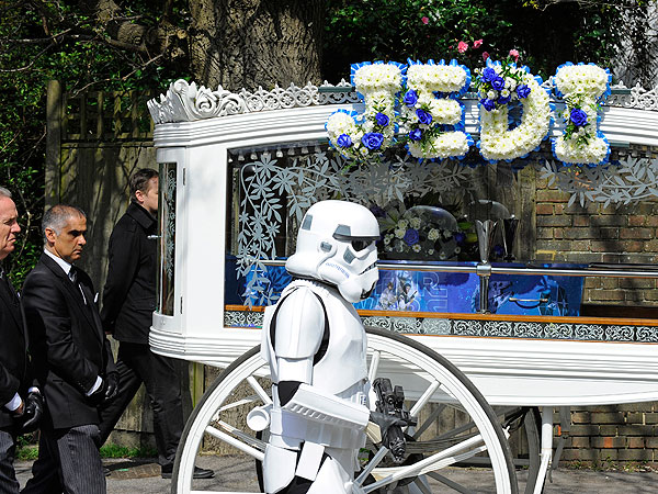 Parents Hold Star Wars Funeral for 4-Year-Old Son Who Died of Cancer| Around the Web, Real People Stories