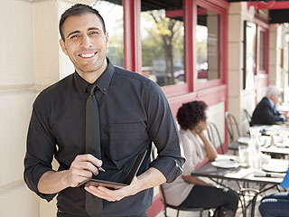 Celebrate Waiters and Waitresses Day with These 7 Tales of Heartwarmingly Huge Tips