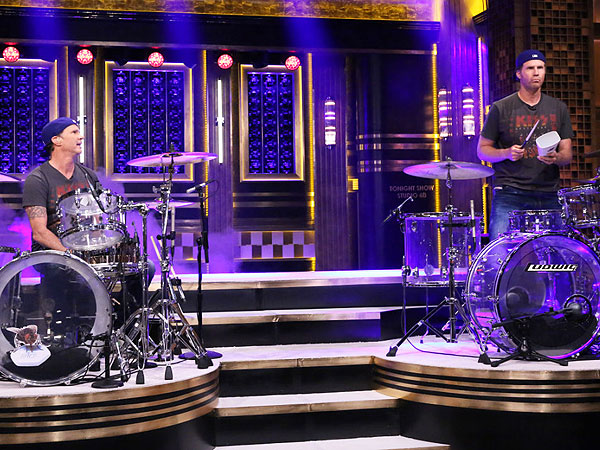 See Will Ferrell and His Chili Peppers Doppelgänger Face Off in a Drum Battle | Chad Smith (Musician), Will Ferrell
