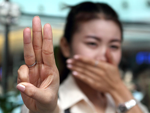 Thai Protesters Adopt Hunger Games Salute