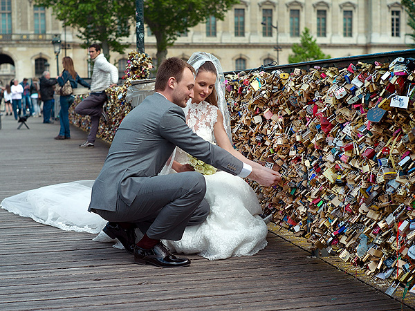 Fence Collapses Under Weight of Thousands of Love Padlocks| Paris, Real People Stories