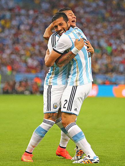 soccer hugs 1 435x580 See the 13 Best Bromantic Embraces of the World Cup