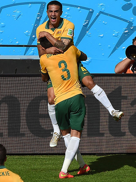 soccer hugs 12 435x580 See the 13 Best Bromantic Embraces of the World Cup