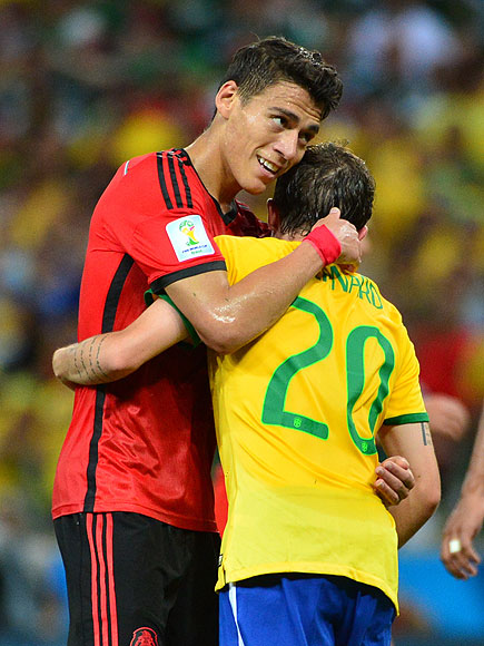soccer hugs 6 435x580 See the 13 Best Bromantic Embraces of the World Cup