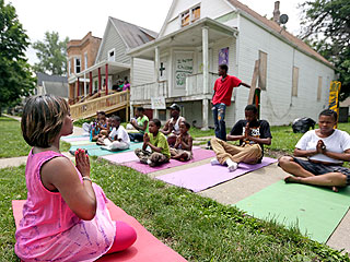 Chicago Group Fights Growing Street Violence with Yoga Classes