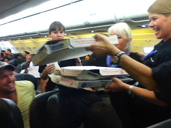 The Greatest Airline Pilot Ever Orders Pizza for Stranded Passengers| Good Deeds, Around the Web, Real People Stories