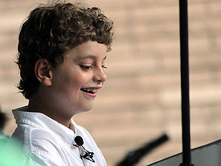 Hundreds of Strangers Show Up for 8-Year-Old's Free Piano Concert