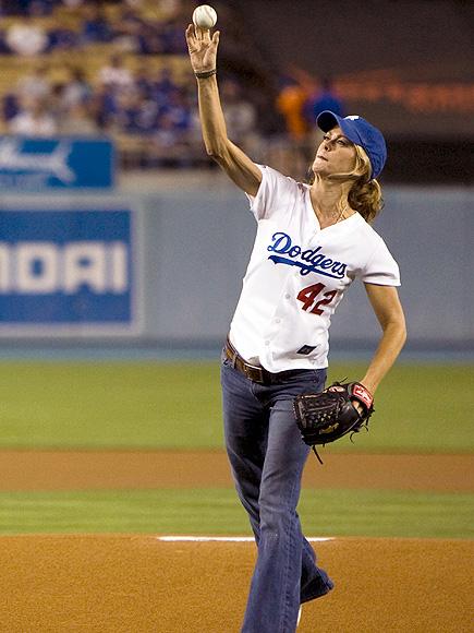Chrissy Teigen Is the Best Model to Ever Throw Out a First Pitch| Sports, Chrissy Teigen, Doutzen Kroes, Erin Heatherton, Gisele Bundchen, Kathy Ireland, Miranda Kerr