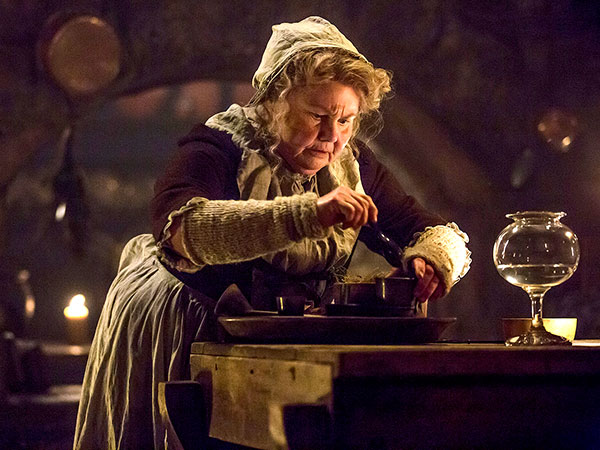Outlander Recap: Claire's Not in Kansas Anymore| Outlander, TV News