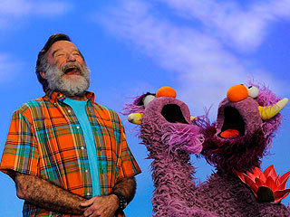 Robin Williams Teaches Sesame Street 'What It Means to Be Alive'