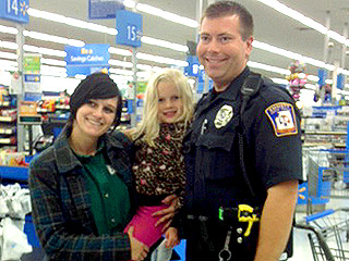 Police Officer Buys 5-Year-Old a Booster Seat, Instead of Writing Her Mom a Ticket