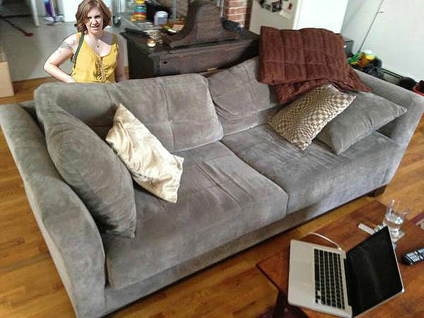 Lena Dunham Helps Man Sell His Couch on Craigslist