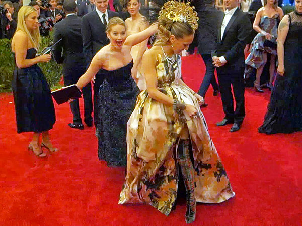 Throwback Thursday: Jennifer Lawrence Delivered Her First Flawless Photobomb Almost One Year Ago | Jennifer Lawrence