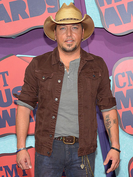 Grading the Belt Buckles at the 2014 CMT Music Awards| Florida Georgia Line, CMT Music Awards 2014, Country, Hunter Hayes, Jason Aldean, Vince Neil, CMT