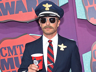 CMT Awards 2014: See Dierks Bentley Rock a Pilot's Uniform on the Red Carpet | CMT, CMT Music Awards 2014, Individual Class