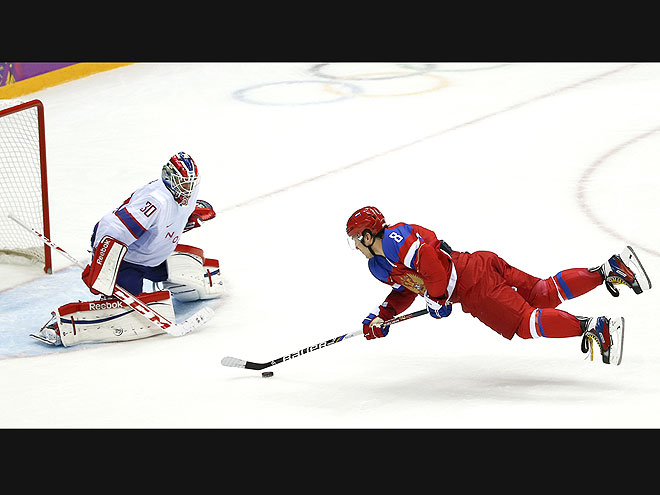 THE FLYING PUCK photo | Winter Olympics 2014
