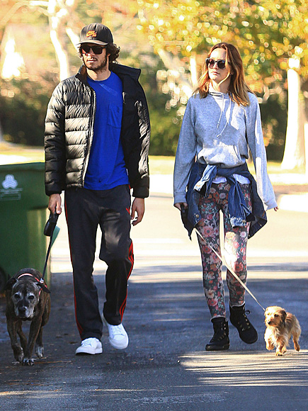'RUFF'-ING IT photo | Adam Brody, Leighton Meester