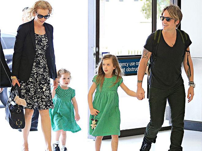 Николь Кидман с мужем и дочками покидают родину