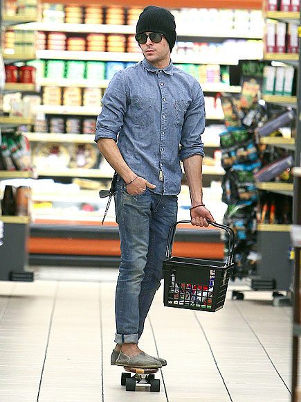 SHOP RIGHT photo | Zac Efron