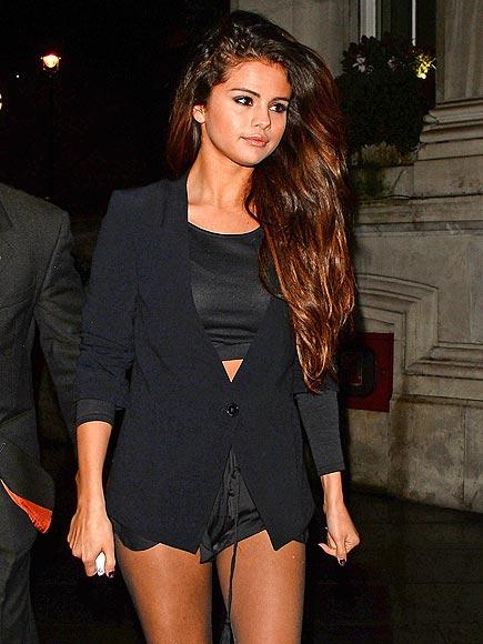 NIGHT WALK photo   Selena Gomez