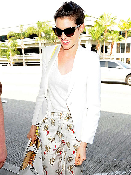 PLANE TO SEE photo | Anne Hathaway