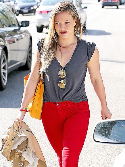 GIVING LIP photo | Hilary Duff