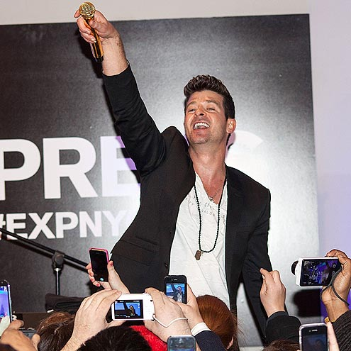 CROWD PLEASER photo | Robin Thicke
