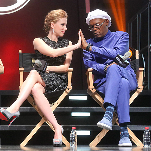 HAND IT TO THEM photo | Samuel L. Jackson, Scarlett Johansson