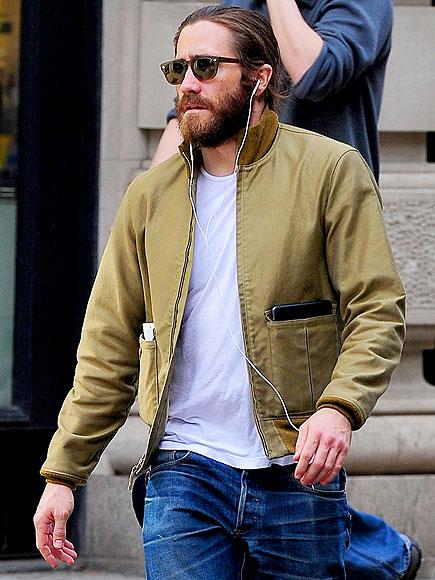 ON THE MOVE photo   Jake Gyllenhaal