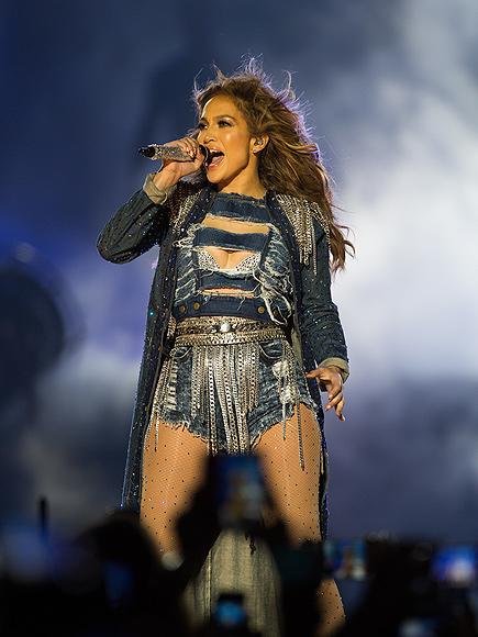 JENNY DOES DENIM photo   Jennifer Lopez