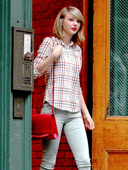 BIG APPLE RED photo | Taylor Swift