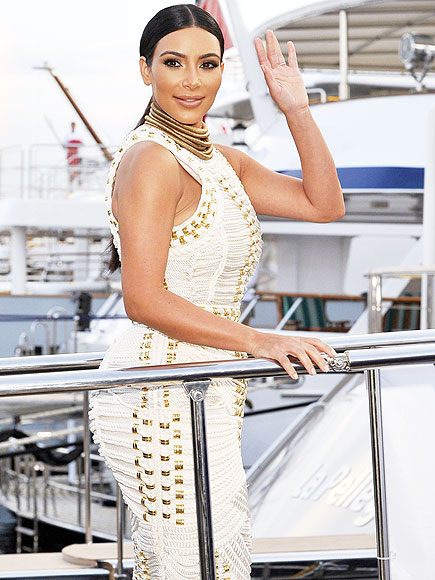 SHIPPING OUT photo   Kim Kardashian