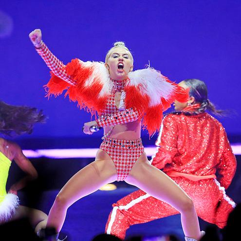 PUMP IT UP photo   Miley Cyrus