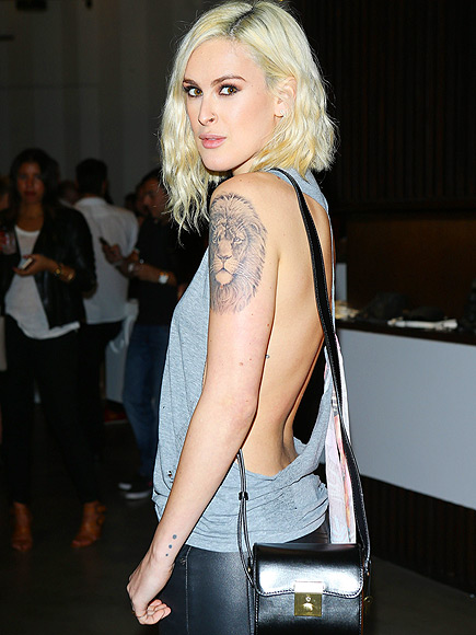 TO THE SIDE photo | Rumer Willis
