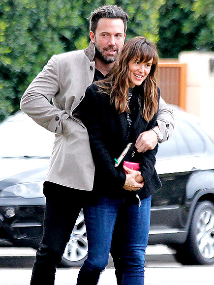 UNDER WRAPS  photo | Ben Affleck, Jennifer Garner